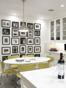 Cocina decorada con cuadros